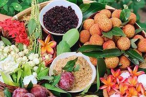 Cẩn trọng với chiêu lừa 'giải cứu' nông sản, mâm lễ hoa quả rượu nếp đắt hàng Tết Đoan Ngọ