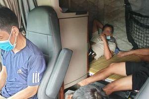 Từ TPHCM, 5 người thuê xe container ra Bắc để tránh chốt kiểm dịch