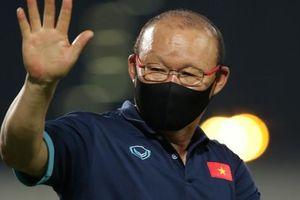 Bị cấm chỉ đạo trận gặp UAE, HLV Park Hang-seo sẽ xử lý ra sao?