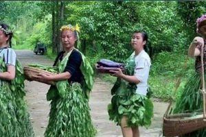 Bốn phụ nữ nông thôn nghĩ ra tuyệt chiêu bán rau độc đáo