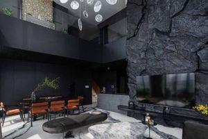 'Penthouse đá đen' - khi những đường nét thiên nhiên hòa vào không gian nội thất