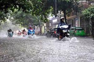 Bão số 2 gây mưa lớn, Hà Nội có nguy cơ ngập úng các tuyến phố nội thành