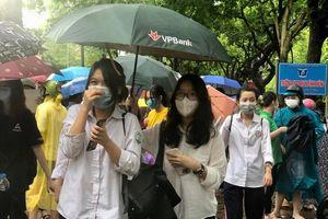 Kết thúc kỳ thi vào lớp 10 THPT tại Hà Nội, thí sinh tự tin chấm điểm bài thi