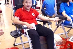 Một cán bộ Đoàn 17 lần hiến máu