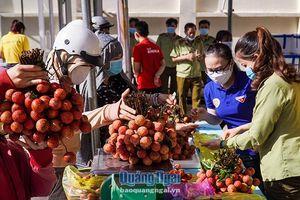 Người dân Quảng Ngãi chung tay hỗ trợ, tiêu thụ vải thiều Bắc Giang