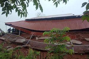 Mưa lớn gây sạt lở đất, sập nhiều nhà dân ở huyện miền núi Nghệ An