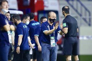 Bị truất quyền chỉ đạo, thầy Park suy tư trước trận gặp UAE
