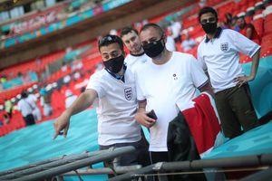 CĐV nguy kịch khi ngã từ khán đài SVĐ Wembley
