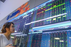 Cổ phiếu nhóm ngành chứng khoán kéo VN-Index tăng gần 10 điểm