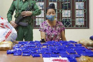 Bắt giữ người phụ nữ vận chuyển 12.000 viên ma túy tổng hợp giấu trong bao gạo