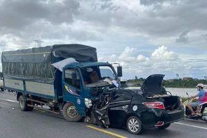 Tông trực diện xe tải, 3 người trên xe con tử vong