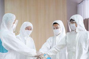 ILA trao 50 tỷ đồng học bổng cho con Y, Bác sỹ trực tiếp điều trị bệnh nhân Covid-19