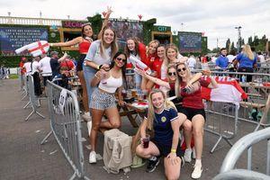 Chùm ảnh: Thắng Croatia, cổ động viên Anh ăn mừng như vô địch Euro 2020