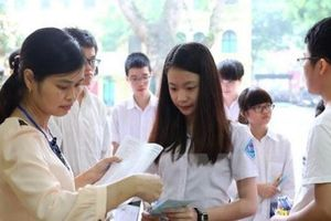 Sáng nay, gần 8.000 thí sinh thi vào lớp 10 THPT chuyên của Hà Nội
