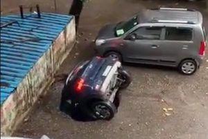 Hố nước bí ẩn ở Ấn Độ 'nuốt chửng' chiếc xe hơi