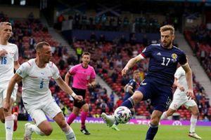 EURO 2020: Siêu phẩm từ giữa sân giúp CH Séc vượt mặt tuyển Anh
