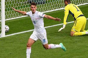 Xem lại tuyệt phẩm bàn thắng từ giữa sân 'đẳng cấp nhất EURO 2020'