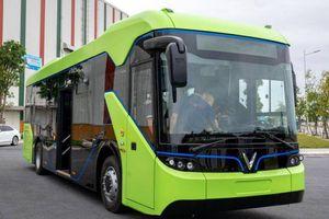 Ngoài buýt, xe khách cũng nên chuyển sang ô tô điện