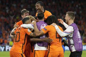 Trận thắng siêu kịch tính của Hà Lan trước Ukraine