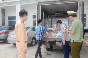 Bắt giữ vụ vận chuyển 300 kg thực phẩm bẩn