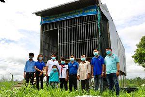Hội đồng Đội huyện Châu Thành bàn giao 'Ngôi nhà khăn quàng đỏ'