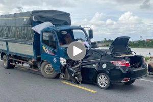 Ô tô con lấn làn 'đấu đầu' xe tải khiến 3 người thương vong