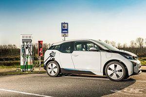Nhiều nước ưu đãi thuế cho dòng xe ô tô điện chạy pin