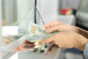 Đồng tiền Việt tăng giá, USD 'chợ đen' chạm đáy