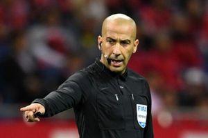 Bóng chưa lăn, trọng tài trận Việt Nam - UAE đã bị giả mạo, 'nhắc nhở'