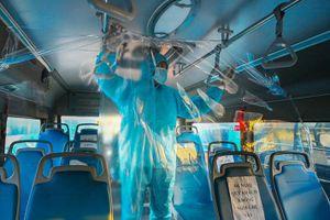 20 xe buýt chở gần 300 công nhân từ tâm dịch Bắc Giang về Hà Nội