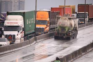Kẹt xe 4 giờ trên cầu Phú Mỹ sau tai nạn liên hoàn