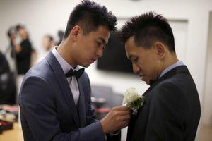 Người LGBT ở Trung Quốc sống khép mình, cố gắng lấy vợ