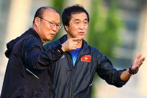 Hình ảnh trợ lý Lee Young-jin được chia sẻ trước trận gặp UAE