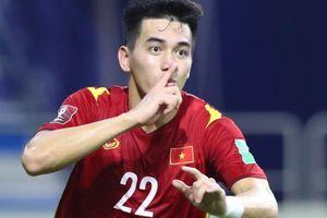 'Tuyển Việt Nam sẽ sai lầm nếu chịu trận trước UAE'