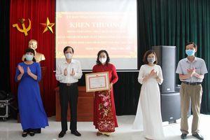 Quận Hoàng Mai: Khen thưởng tập thể, cá nhân có thành tích đột xuất trong việc tổ chức kỳ thi vào lớp 10 THPT