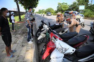 Lập chốt xử lý người điều khiển xe máy đi vào Đại lộ Thăng long