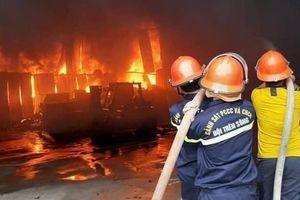 CLIP: Cháy phòng trà trong đêm khiến 6 người mắc kẹt tử vong