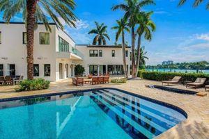 Biệt thự giá thuê 130.000 USD/tháng của Ben Affleck và Jennifer Lopez