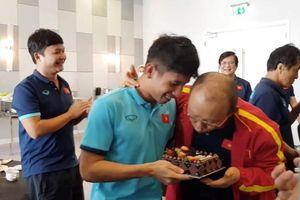 Hồng Duy suýt thành 'nạn nhân' của thầy Park trong ngày sinh nhật