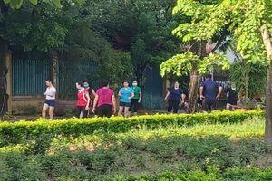 Yên Hòa, Cầu Giấy, Hà Nội; Người dân phớt lờ quy định phòng chống dịch
