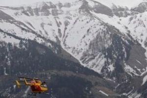 Máy bay rơi ở dãy núi Alps, 5 người thiệt mạng
