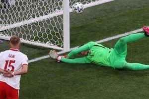 Thủ môn Szczesny lập kỷ lục buồn ở EURO, Ba Lan thua đau Slovakia