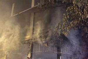 Phòng trà ở Nghệ An phát hỏa trong đêm, 6 người tử vong
