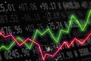 Chứng khoán rung lắc mạnh, cổ phiếu 'họ' Vingroup đỡ thị trường