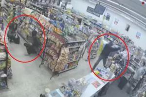Clip 'trộm bắt cướp' khiến dân mạng cười sái quai hàm