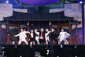 Fan meeting online của BTS mang về doanh thu khủng, gây bão trên toàn cầu
