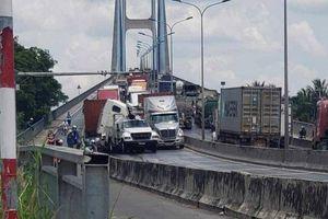 TP.HCM: 3 phương tiện va chạm trên cầu Phú Mỹ, giao thông ùn tắc nhiều giờ