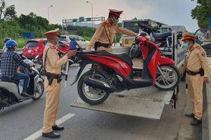 Hà Nội lập chốt xử phạt hơn 100 trường hợp xe máy đi vào Đại lộ Thăng Long