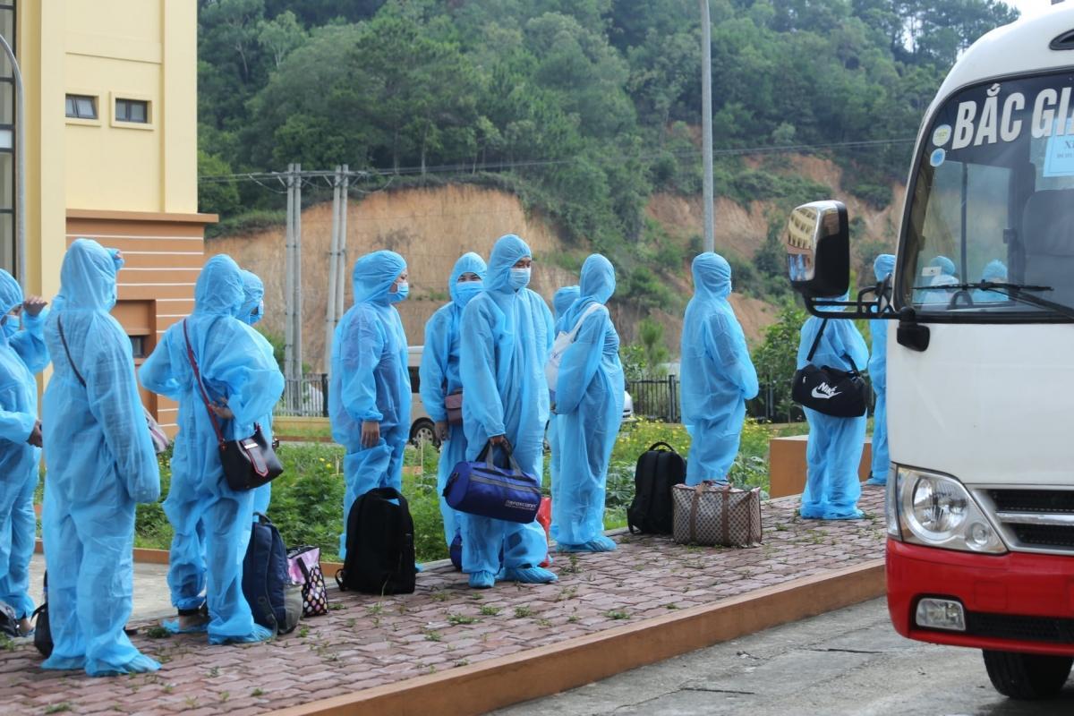Hà Nội điều 20 xe buýt lên Bắc Giang đón gần 290 công nhân