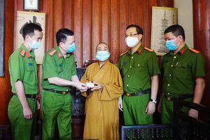 Công an Hà Nội trao CCCD gắn chip cho người dân tại quận Hà Đông